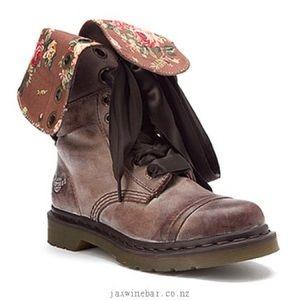 Dr. Martins triumph 1914 lace up floral boots